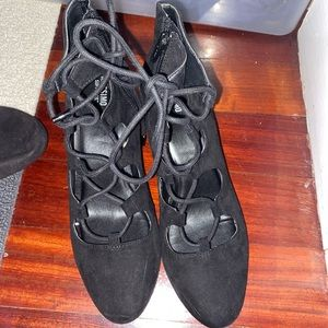 NWOT Mossimo lace up heels